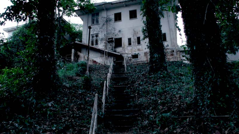 http://wanderluxe.theluxenomad.com/look-closer-7-horrifying-places-wouldnt-want-sleep/